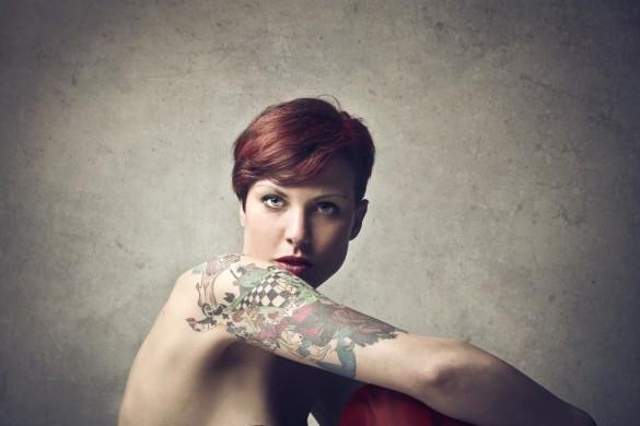 Donna tatuata